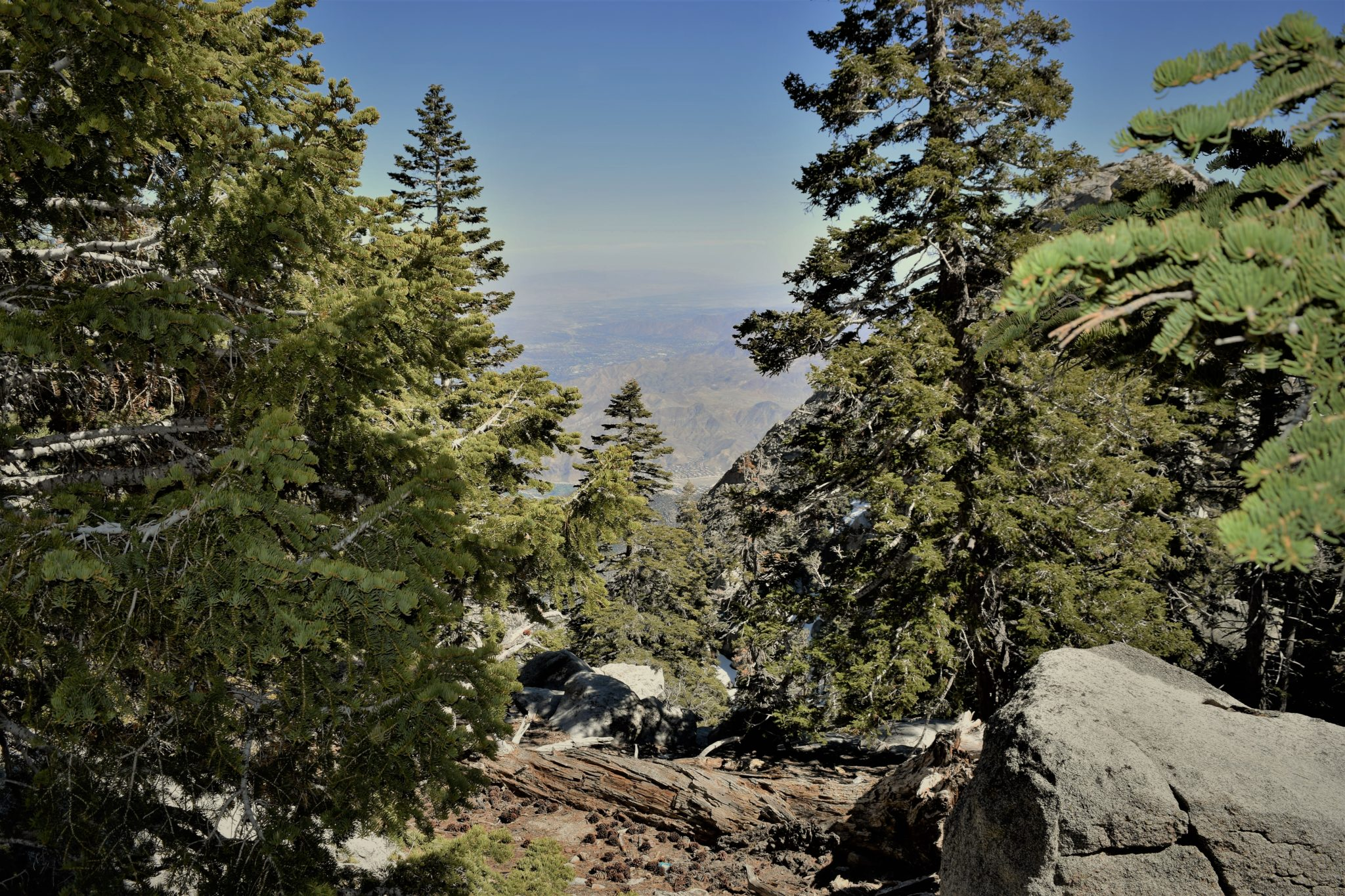 Notch desert view trail san jacinto state park, palm springs, california
