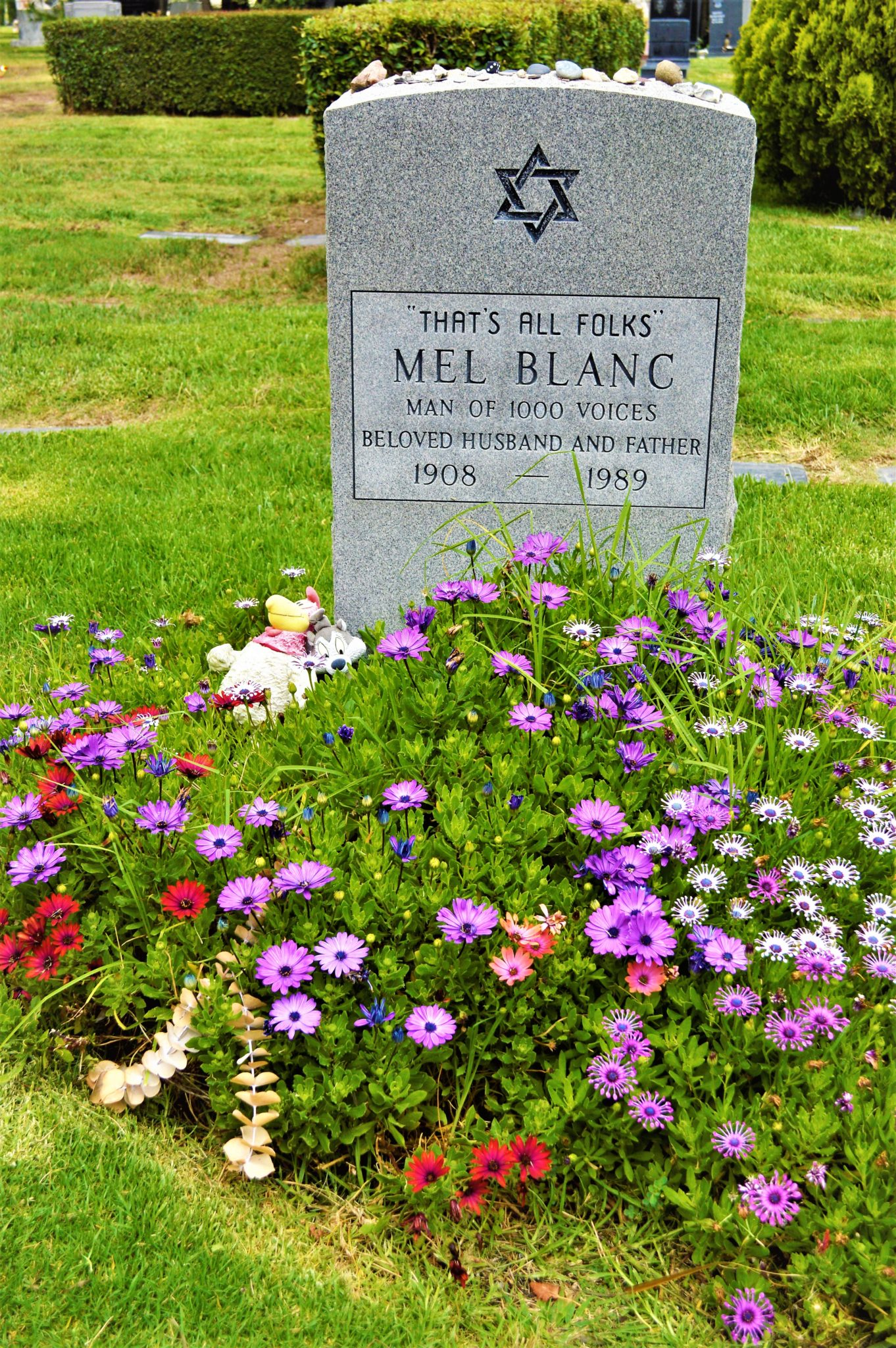 Mel Blanc tombstone, grave, Hollywood cemetery, free things to see in Los Angeles