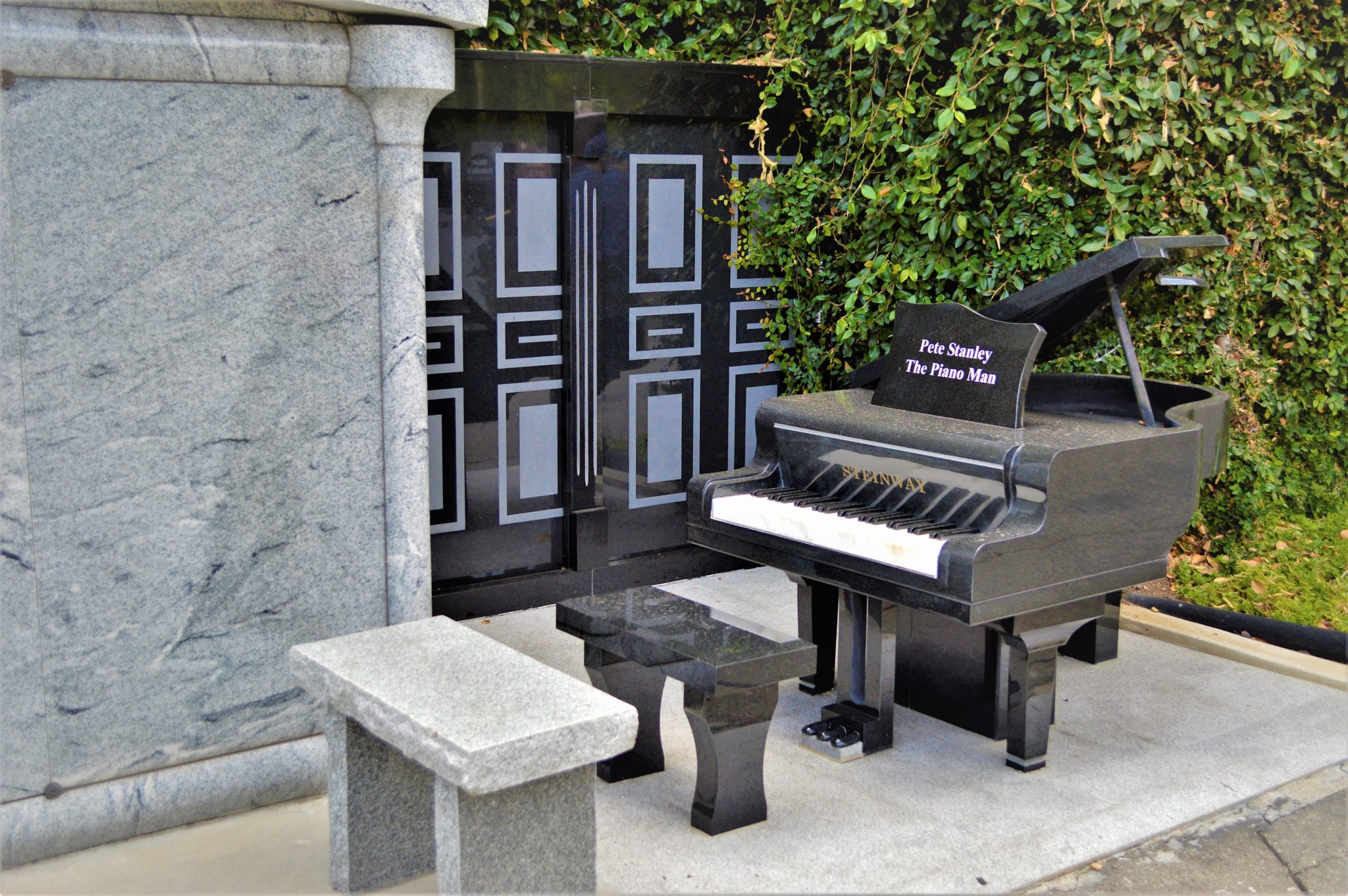 Pete Stanley piano man grave, Hollywood cemetery, free things to see in Los Angeles