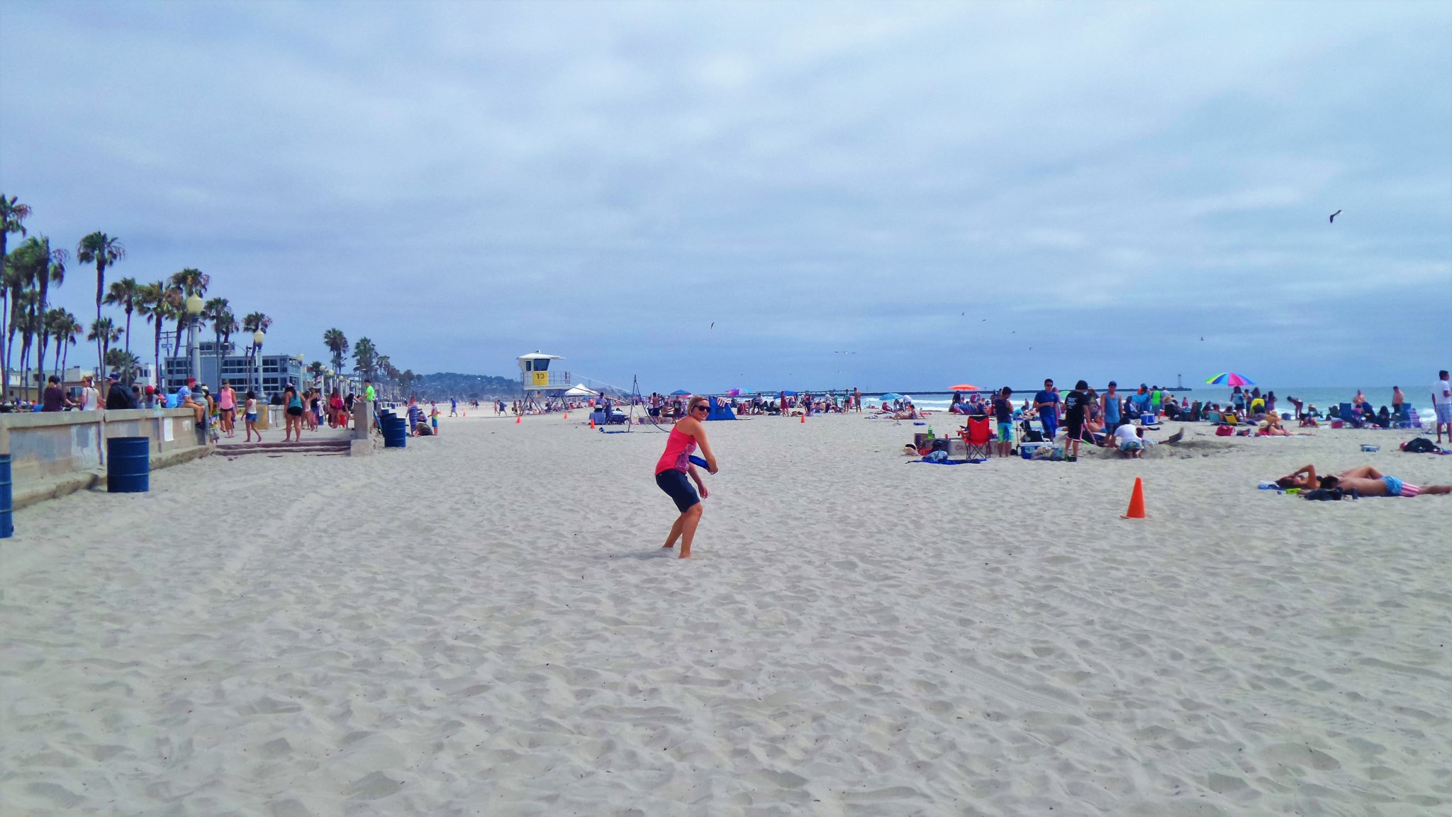 Frisbee throwing at Mission Beach, things to do in San Diego