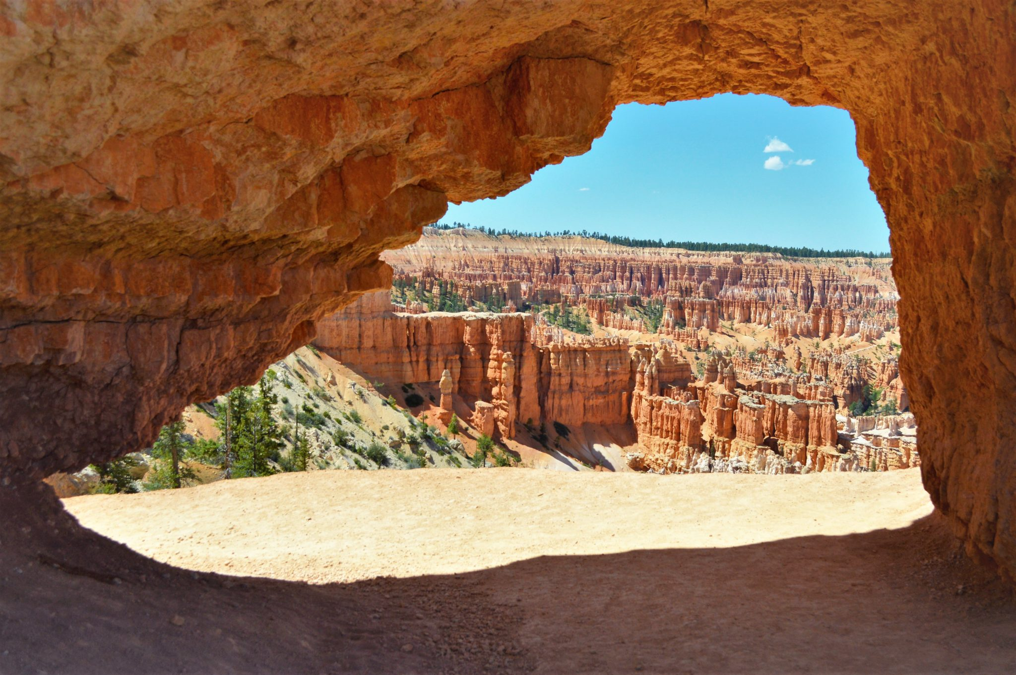 Hole in Bryce Canyon National Park, USA