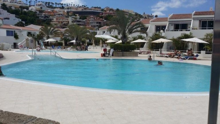 What to do in Tenerife pool
