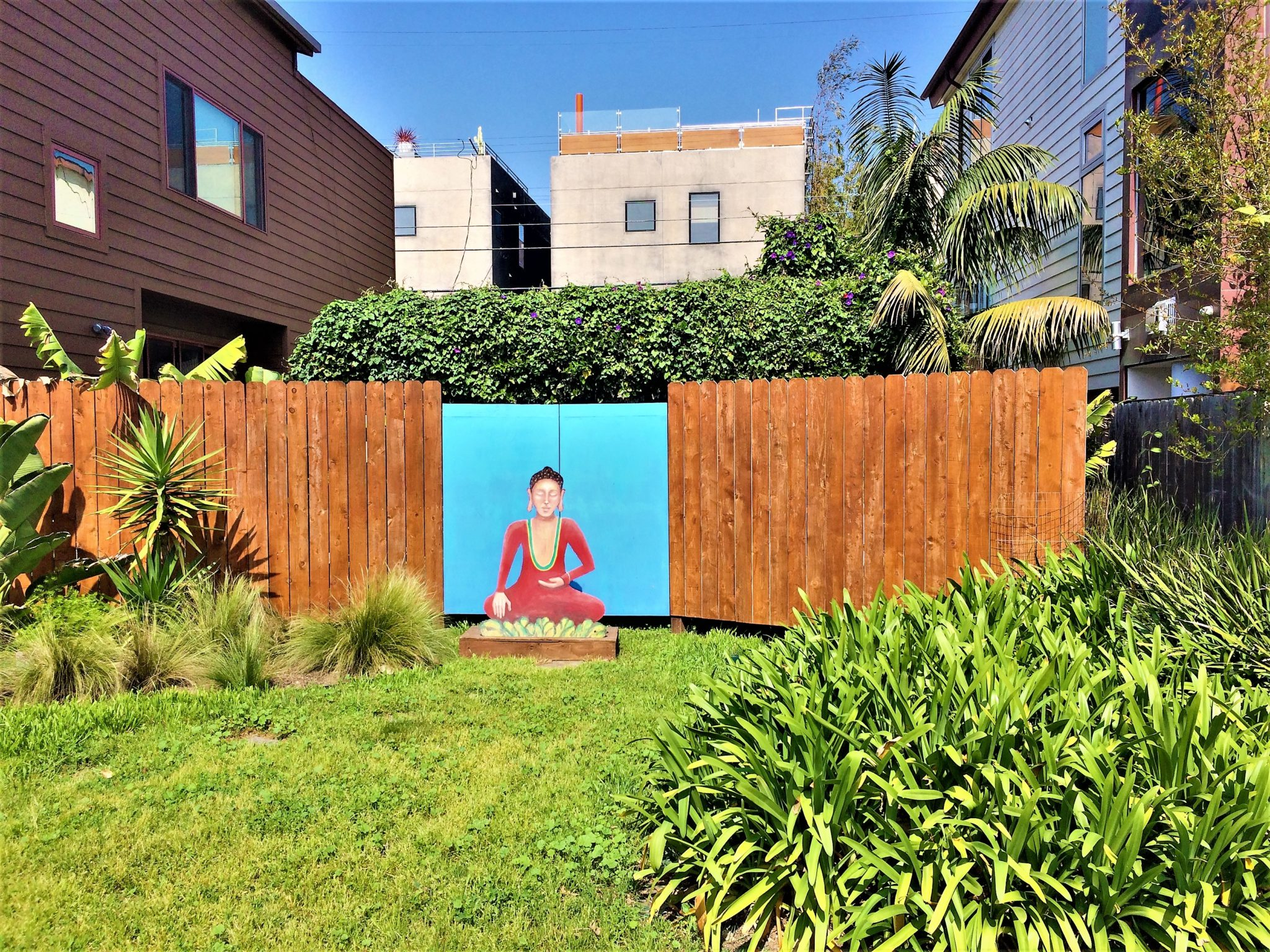 Buddha at venice canals, los angeles