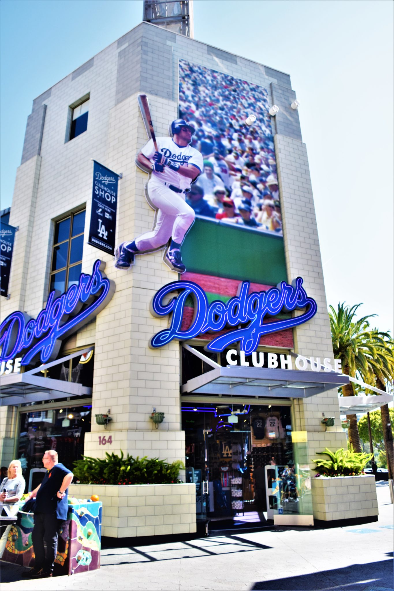 Universal City Walk, hollywood free things to do in los angeles