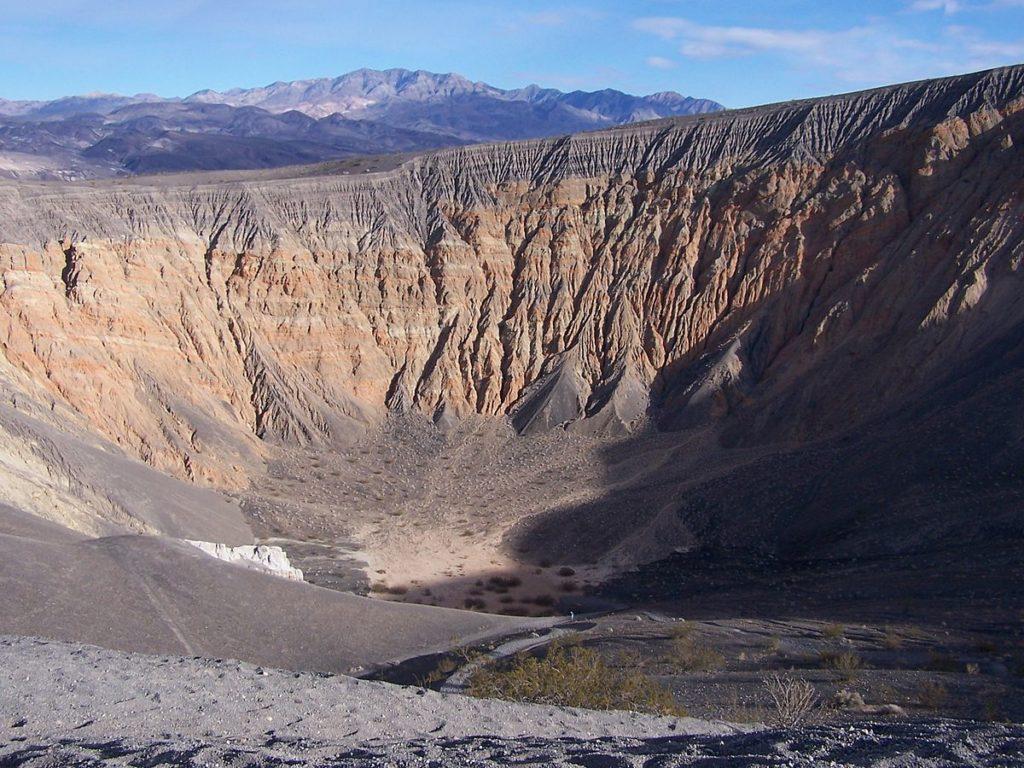 Ubehebe_Crater,_Death_Valley,_CA