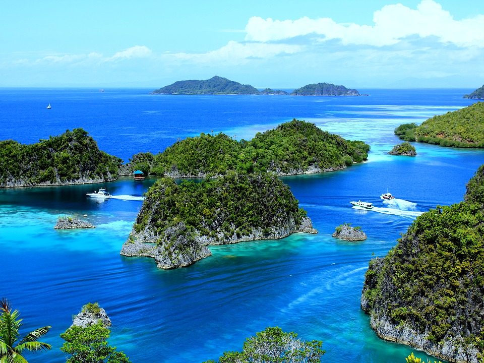 alternative holiday destinations raja ampat